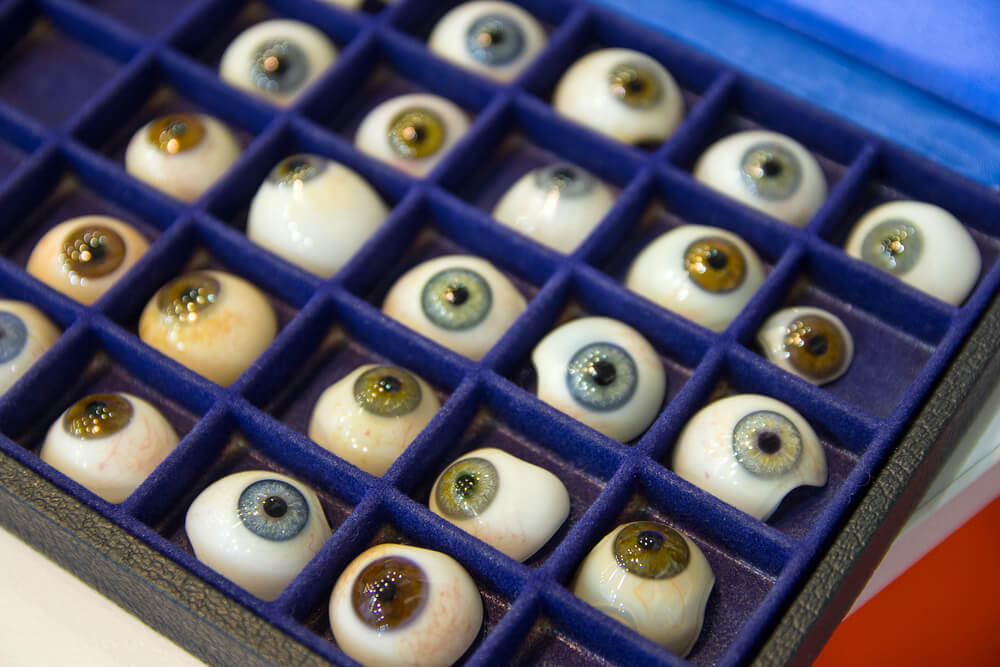 Many prosthetic eyes